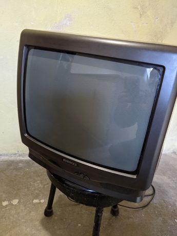 Телевизор BЕКО - 14' със стойка за стена