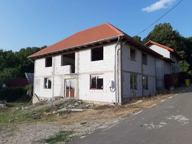 Vand casa noua in Sebis