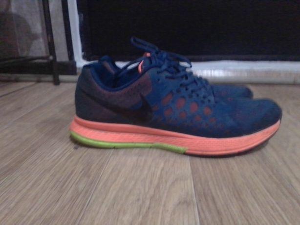 Nike кроссовки новые