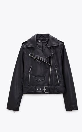 Черная кожаная куртка косуха от  Zara