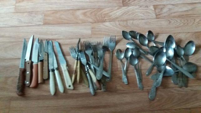 Продаю ложки, вилки , ножи.