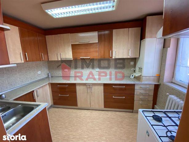 Apartament decomandat cu 4 camere, Zona Stefan cel Mare