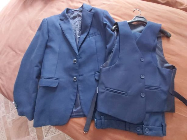 Продам школьный костюм