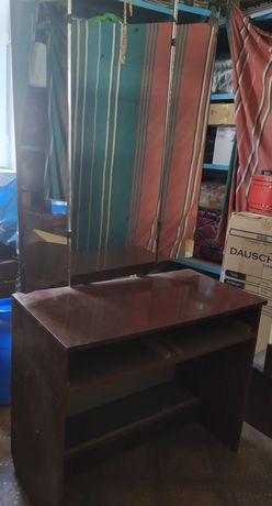 Деревянный трельяж (туалетный стол/столик).