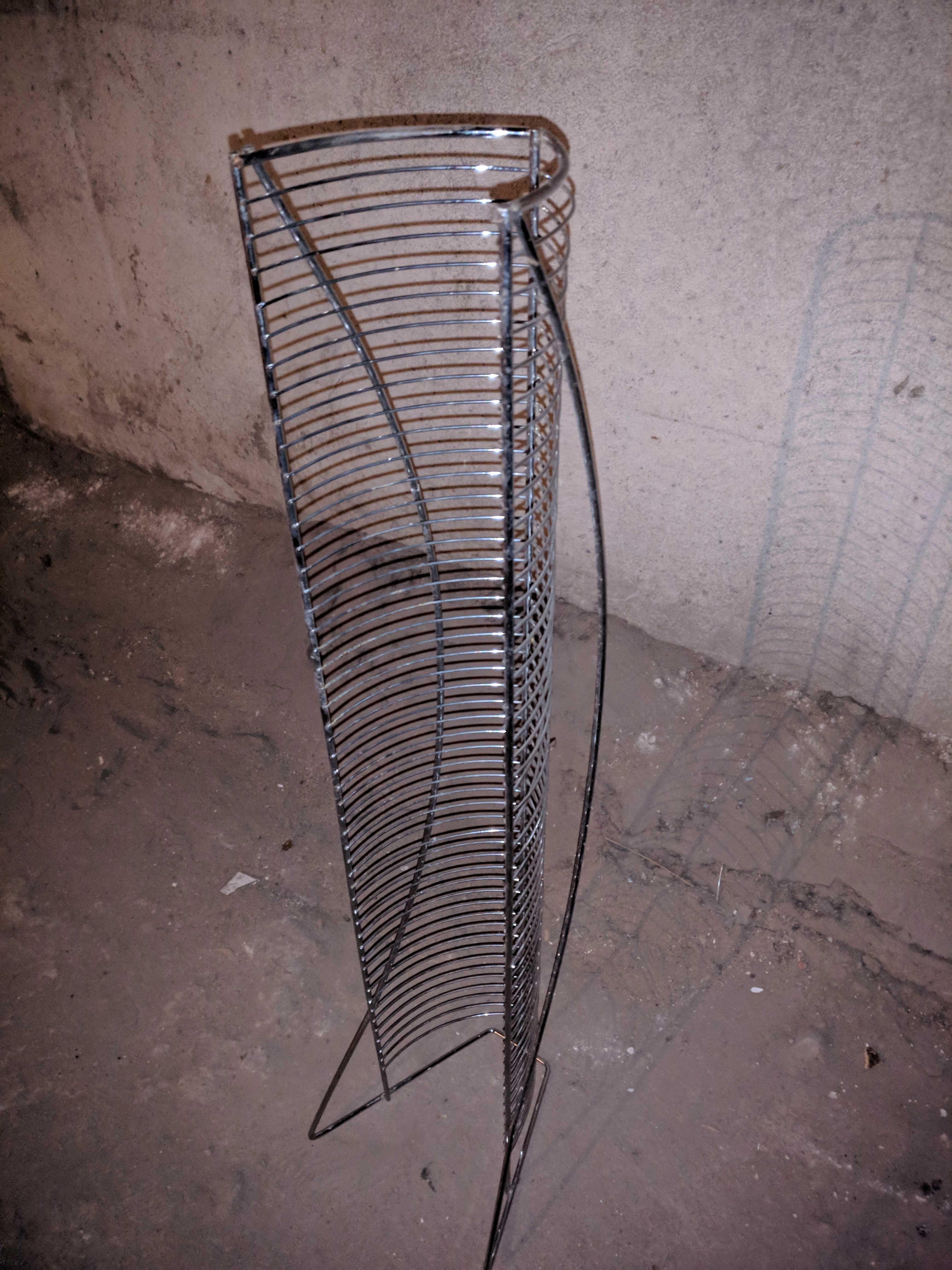 Подставка для дисков, пр. Абая 220, станция метро Москва