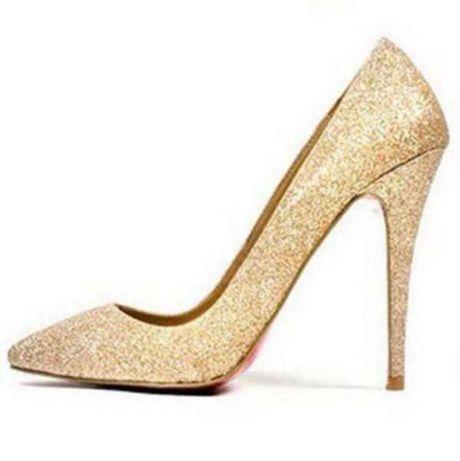 Златисти обувки с червена подметка