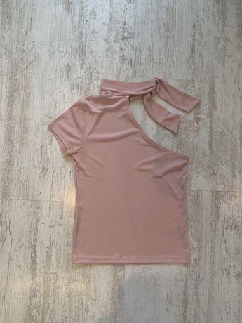 Розова блуза с голо рамо и шалче
