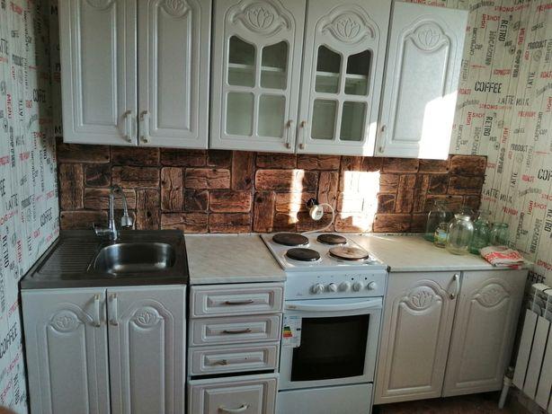 Продам кухонный гарнитур в отличном состоянии вместе с мойкой