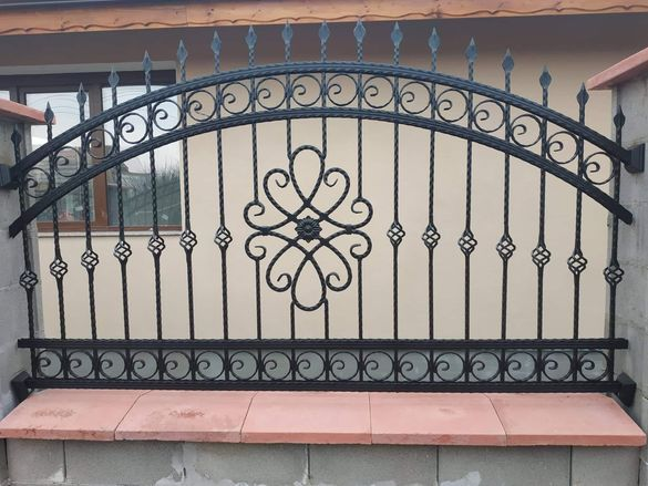 Изработвам врати, огради и парапети от ковано желязо