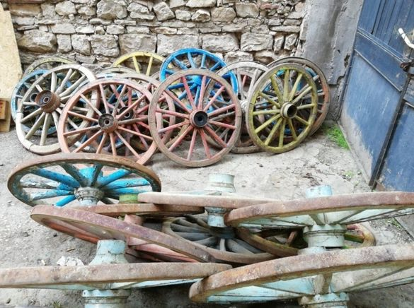 Колелета колела каруца