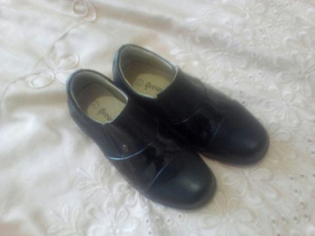 Продам туфли на мальчика в идеальном состоянии