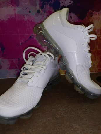 Vând adidași Nike Vapormax