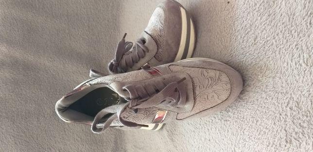 Vând pantofi sport 36