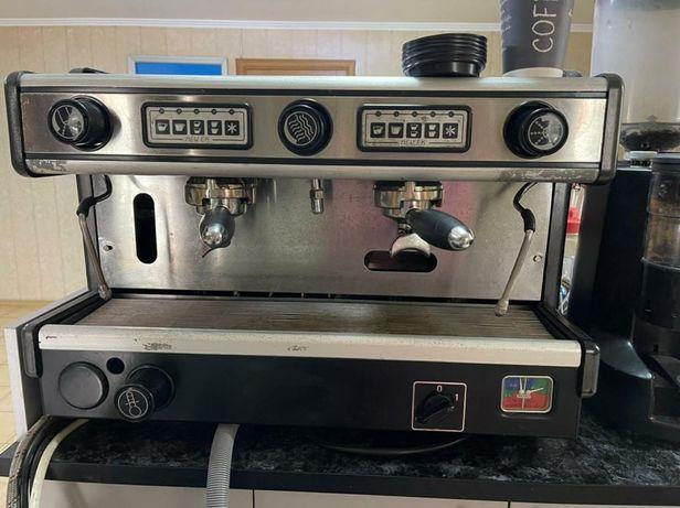 Продаю кофе машину LaSpasiale ducale с кофемолкой Simoneli