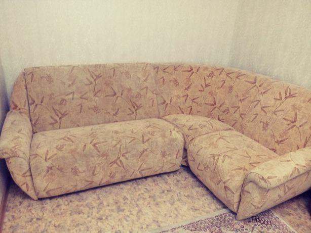 Угловой диван и два кресла