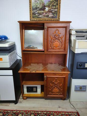 Comoda cu inserții din lemn furniruit cu oglinda, model din 1981;
