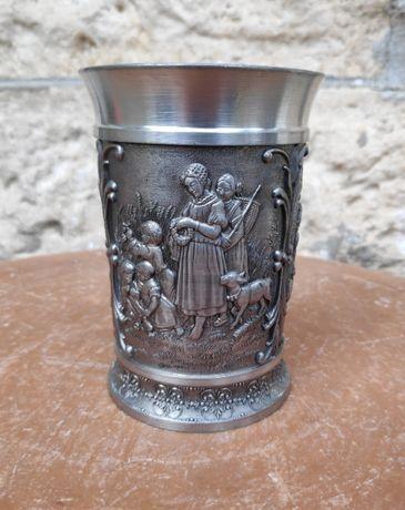 Антикварна чашка