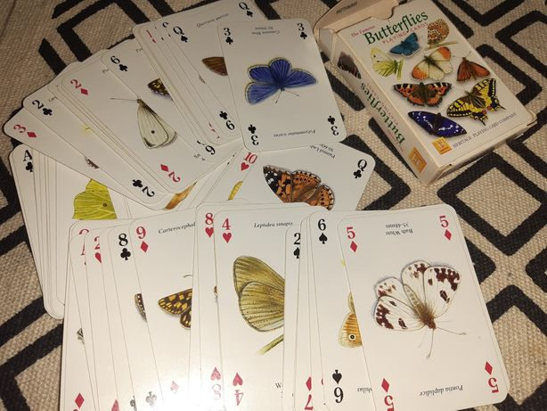Doua pachete de carti de joc Butterflies si Happy Families