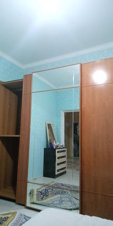 Большой шкаф купе,  двух спальный кровать, комод производство Россия.