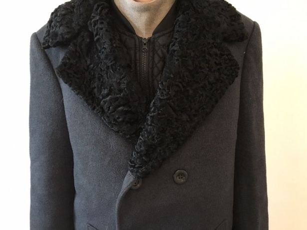 Пальто мужское с каракулевым воротником
