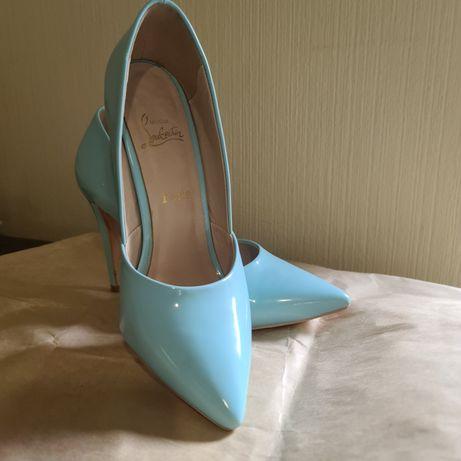 Продам голубые  туфли лодочки