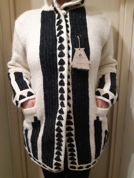 Страхотни нови дълги жилетки с качулка,р/р 46,100% вълна,ръчно плетиво