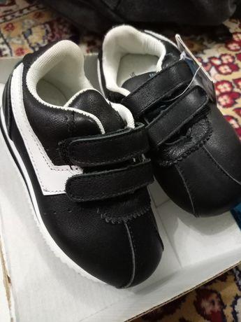 Продам детский обувь новая
