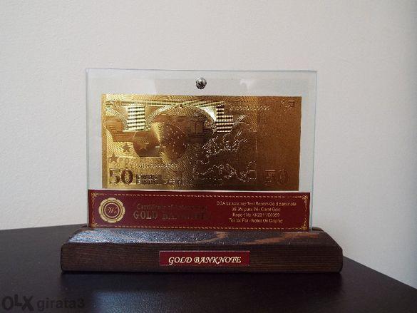 50 евро златни банкноти в стъклена поставка и масивно дърво + Сертифик