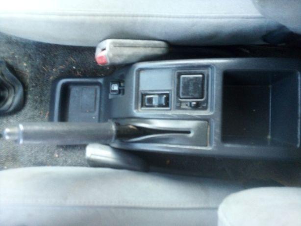 Consola centrala cu buton reglare oglinzi / buton rezervor Daihatsu