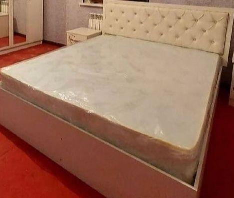 Спальный диван почти новый