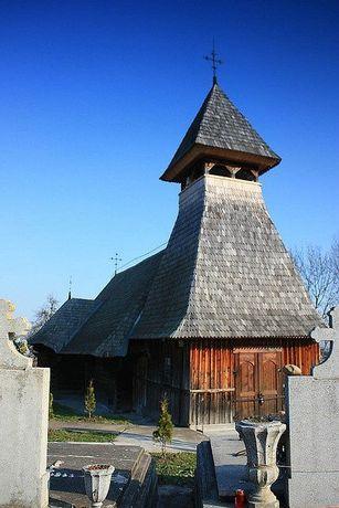 Loc de veci in Reghin in cimitir Petru Maior biserica de lemn