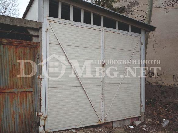 Два гаража в широк център