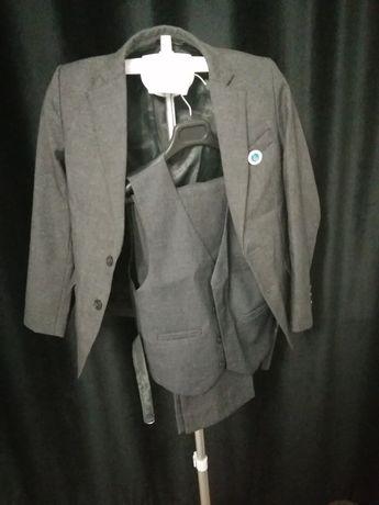 Школьный костюм серый
