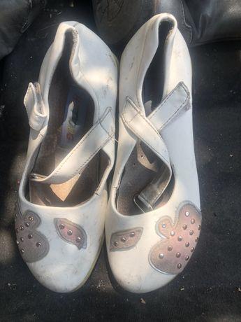 Продам много разной детской обуви