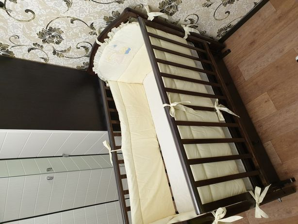 Кроватка маятник с матрацем и бортиками