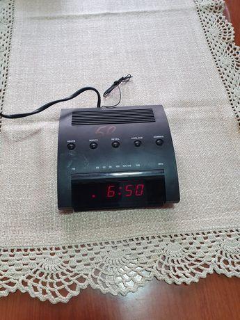 Radio FM cu ceas