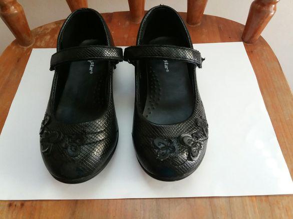 Детски гуменки; Черни отворени обувки