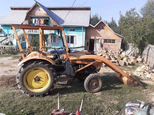 Vînd  tractor steyr cu încărcător frontal