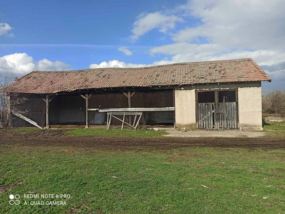 Продавам селскостопанска сграда