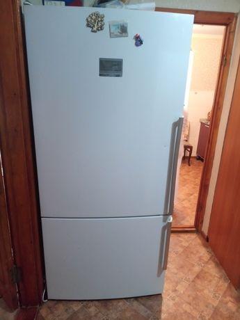 Продается большой холодильник Bosch. В хорошем состоянии.
