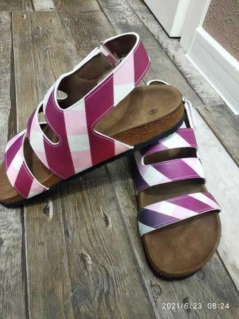 Продавам дамски сандали 39 номер