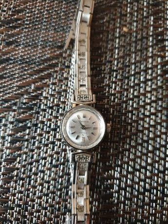 Продавам часовници 1бр. CITIZEN 1бр. Дамски SEIKO