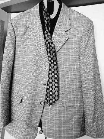 Елегантен мъжки костюм
