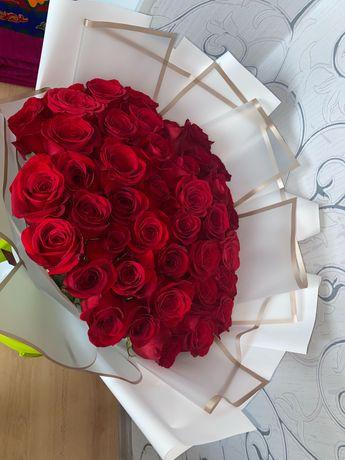 Букет из красных голландских 51 роза,60см.Продам срочно.