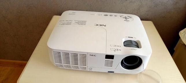Проектор NEC с экраном