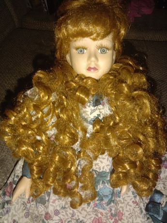 Продам куклу фарфор