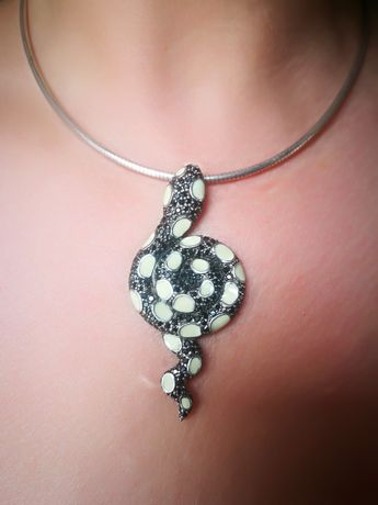 Италиански сребърен медальон с черни цирконии и емайл