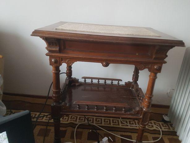 Vand mobila antica de hol