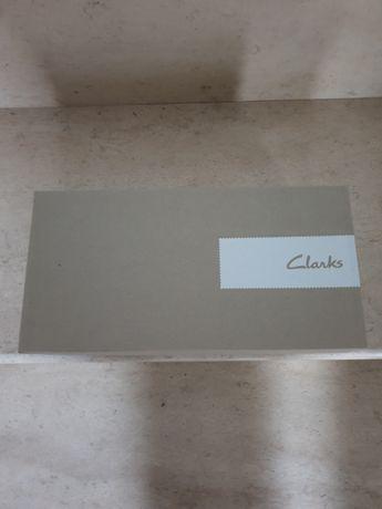 Сребристи обувки Clarks