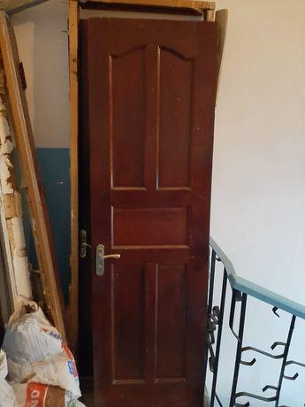 Продам деревянные двери для ванны